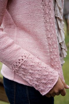 Ravelry: Alexandria Cardigan pattern by Connie Chang Chinchio Knit Cardigan Pattern, Sweater Knitting Patterns, Easy Knitting, Knit Patterns, Crochet Lace Edging, Knit Crochet, Crochet Shrugs, Cardigans For Women, Women's Cardigans