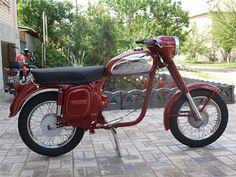 JAWA 350/360 1974 г.в Jawa 350, Motorcycle Engine, Vintage Bikes, Motorcycles, Retro, Flare Leg Jeans, Cars Motorcycles, Antique Bicycles, Vintage Motorcycles