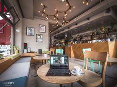 Zürich: 29 top Cafés zum Arbeiten & Lernen | Café Tipps Cafe Restaurant, Zurich, Conference Room, Park, Table, Furniture, Tricks, Switzerland, Restaurants