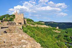 The millennia-old fairytale hill of Tsarevets in Veliko Tarnovo Big Town, Legends And Myths, Danube River, Free Travel, Kirchen, Travel Couple, Roman Empire, Capital City, Bulgaria