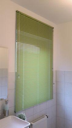 #Badezimmer Jalousien in grün - bei uns im Onlineshop nach Maß gefertigt / bathroom blind in green - customized in our onlineshop