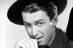 James Maitland Stewart (20 de mayo de 1908 – 2 de julio de 1997), popularmente conocido como Jimmy Stewart fue un actor de cine, teatro y televisión estadounidense ganador del Premio Óscar, famoso por su particular personalidad en la pantalla. Durante el transcurso de su carrera actuó en varias películas consideradas clásicos y fue nominado cinco veces al Premio Oscar, ganando una vez en competencia y recibiendo uno por su trayectoria.