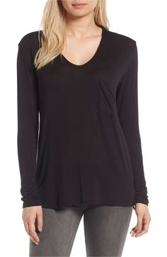 Women's Pocket Tee in black, green, grey, ivory, red and white. Small to X-Large. A very stylish Tee as well as comfortable. Nordstrom Anniversary Sale 2017, Fandom Outfits, Stylish Tops, Comfortable Fashion, My Outfit, Autumn Fashion, Cute Outfits, Tunic Tops, T Shirts For Women