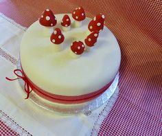 toadstool Christmas cake