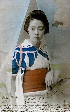Bijin (beautiful woman) parting a Noren Curtain 1906 by Blue Ruin Japanese Geisha, Japanese Beauty, Japanese Kimono, Vintage Japanese, Japanese Style, Japanese Girl, Samurai, Vintage Photographs, Vintage Photos