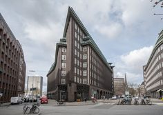Chilehaus, Hamburg, by Fritz Höger Flatiron Building, Architectural Styles, Minecraft Ideas, Cityscapes, Architecture Details, Cities, Brick, Buildings, Germany