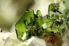 Lindgrenite - San Samuel Mine, Carrera Pinto, Cachiyuyo de Llampos district, Copiapó Province, Atacama Region, Chile FOV : 3 mm