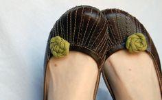 Flores de tela para decorar los zapatos. Tutorial.