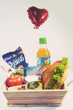 desayuno básico socute.sorpresas@gmail.com wtsp: 3165082434 entregas en todo el Valle de Aburra Diy Gift Baskets, Ideas Para Fiestas, Breakfast Items, Fiesta Party, Xmas Gifts, Recipe Box, Catering, Healthy Snacks, Picnic