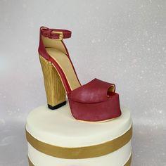 #michaelkors #shoecake #highheels #designershoecake #cakedesigner #cakeart #cakeforher #birthdaycake #bedfordshirecake Hoe Cakes, Michael Kors Shoes, Celebration Cakes, Cake Art, High Heels, Birthday Cake, Celebrities, Design, Fashion