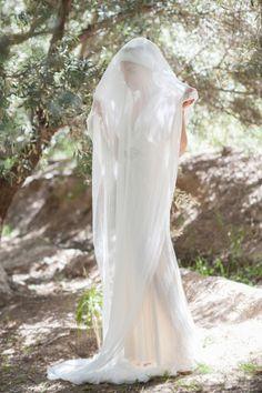 Arabian wedding in Moroccan desert. Bride  dress Jenny Packham. Spanish wedding photographer Mireia Cordomi. Boda Árabe en el desierto de Marruecos. Vestido de novia Jenny Packham. Fotógrafa española Mireia Cordomi.