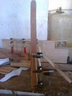Cómo hacer un arco de madera   Bricolaje Aficionados, Table, Furniture, Home Decor, Composite Bow, Wooden Arch, Make Bows, Archery, Knives And Swords