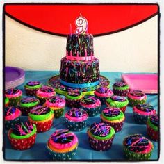 Paint splatter cake perfect for my daughters birthday Neon Cupcakes, Cupcake Party, Cupcake Cakes, Party Cakes, Sweet Sixteen, Paint Splatter Cake, Paint Cake, Bolo Neon, Bolo Diy