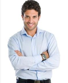Homem com camisa social lisa - Foto Getty Images