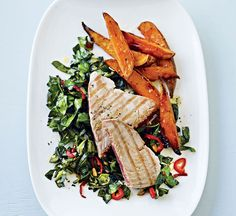 Tuna steaks with sweet potato wedges and spring greens Best Healthy Cookbooks, Healthy Cook Books, Clean Eating Recipes, Cooking Recipes, Healthy Recipes, Healthy Food, Healthy Tuna, Healthy Meals, Healthy Eating