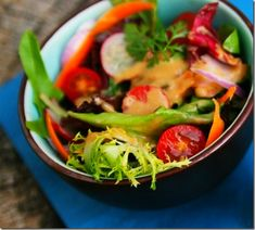 Quick and Easy Peanut Vinaigrette Guest Writer: Alice from Savory Sweet Life When Danica from Danica's Daily asked me to guest post on her. Easy Thai Peanut Sauce, Vegetarian Recipes, Cooking Recipes, Rabbit Food, Salad Bar, Sweet And Spicy, Sans Gluten, Weight Watchers Meals, Vinaigrette