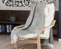 Wool blanket made of Gotland wool / gray checked wool blanket