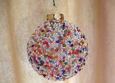 Crafts for Kids - Homemade Christmas Ornament Homemade Christmas Crafts, Christmas Crafts For Kids, Christmas Projects, Handmade Christmas, Christmas Fun, Holiday Crafts, Homemade Ornaments, Family Crafts, Christmas Colors