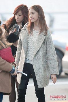 http://okpopgirls.rebzombie.com/wp-content/uploads/2012/11/SNSD-Yoona-airport-fashion-nov-22-3-1.jpg