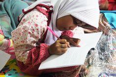 Langkah kecil Buku Berkaki. Setiap  kunjungan ke panti, adik-adik akan diberi kesempatan untuk menuliskan cerita.