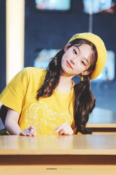 These 7 idols rock a yellow beret and look like the most adorable spring chickens. Kpop Girl Groups, Korean Girl Groups, Kpop Girls, Just Girl Things, Kpop Aesthetic, Kawaii Girl, Picture Poses, Ulzzang Girl, K Idols