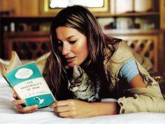 Gisele Bundchen by Matt Jones How To Read People, Book People, Cat People, Reading People, Gisele Bundchen, I Love Books, Books To Read, Patricia Highsmith, Celebrities Reading