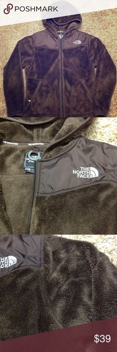 🎉NYE Sale🎉North Face Osito Jacket This North Face Jacket is perfect for fall!! Super cozy with a high pile fleece material. Great condition, I just wear more black than brown. Offers welcome. North Face Jackets & Coats