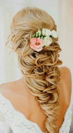 Wedding Hairstyles There is something so romantic about a bride with floral hairstyles. You can find a lot of accessories for wedding hairstyles with flowers. We have gathered some stunning wedding hairstyles with flowers to inspire you. Bohemian Wedding Hair, Wavy Wedding Hair, Wedding Hair Flowers, Wedding Hair And Makeup, Flowers In Hair, Hair Makeup, Fresh Flowers, Wedding Updo, Wedding Dresses