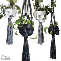 skull planter with macrame hanging holder / New skull hanging planter by Happy Planters Etsy Dark Home Decor, Goth Home Decor, Boho Decor Diy, Skull Decor Diy, Casa Rock, Skull Planter, Planter Pots, Style Cottage, Creation Deco