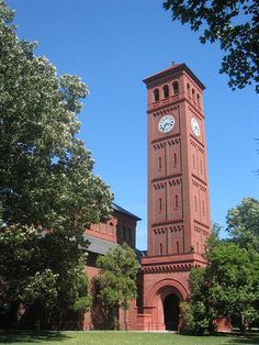 Hampton University has the most beautiful campus, perfect for college sweetheart wedding.