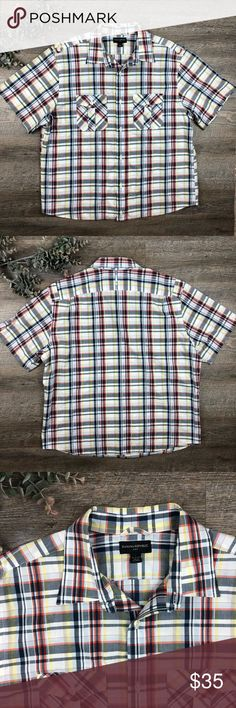 Banana Republic Short Sleeved Button Down Shirt Great plaid short sleeved Banana Republic button down shirt! In excellent condition. 100% cotton. Size L. (A-7. B) Banana Republic Shirts Casual Button Down Shirts