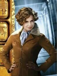 #NightAtTheMuseumBattleOfTheSmithsonian (2009) - #AmeliaEarhart Night At The Museum, Amelia Earhart, Jackets, Style, Fashion, Down Jackets, Swag, Moda, Fashion Styles