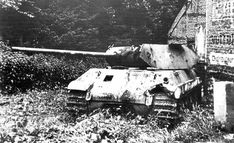 """German units of Panzer Bridgade under command of Skorzeny, tried to capture Malmedy but were repelled by the American defenders. Photo - A German """"Panther"""" tank of Panzer Bridgade disguised to look like an U. Pin by Paolo Marzioli Willys Mb, M10 Tank Destroyer, Patton Tank, Ww2 Photos, Ww2 Pictures, Sherman Tank, Model Tanks, Ardennes, Armored Fighting Vehicle"""