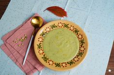 soupe courgettes pois cassés vegan Sans Gluten, Vegetarian Food, Guacamole, Ethnic Recipes, Zucchini, Vegetarian Cooking, Cooking Recipes, Split Peas, In Season Produce