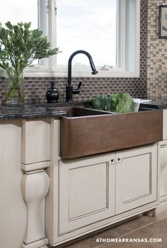 Hammered Copper Sink.... Been in love w the farm house sink for years, I want one!