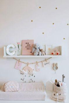 Cocos Babyzimmer Wickelkommode: Kidsmill Babybett: Oeuf Lampe: Westwing Kleiderstange: Nunido Betthimmel: Babyroom, Babygirl, Interior Design, Kids Source by mummyandmini
