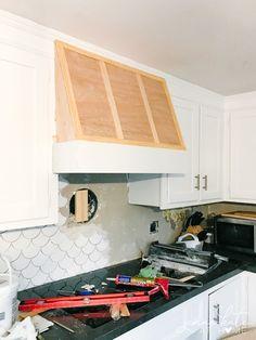 Kitchen Hood Design, Kitchen Vent Hood, White Kitchen Cabinets, Diy Kitchen, Kitchen Ideas, Kitchen White, Kitchen Inspiration, Kitchen Storage, Wood Hood Vent