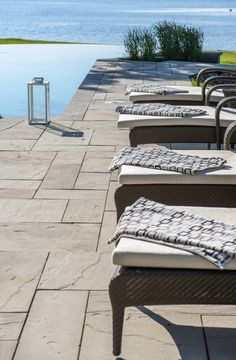 When it comes to patio slabs, some say: go bold or go home. Aberdeen Slabs are massive and luxurious, and could be just what you need. See for yourself! Swimming Pools Backyard, Swimming Pool Designs, Pool Decks, Terrace Garden, Garden Pool, Outdoor Sofa, Outdoor Furniture Sets, Outdoor Decor, Deck Colors