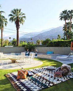 what a view to wake up to ☀️ the perfect backyard setup c/o @luluandgeorgia