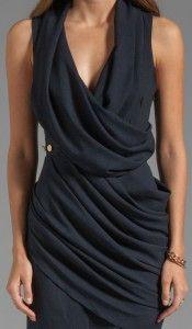 vestido azul drapeado