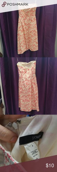 J. crew size 4 Coral & Cream Strapless Dress Strapless floral A-line dress from J. crew in size 4. Sticky strip along the inside top of dress and boning in the bust to help hold it up. No flaws. Specks of green on interior lining of bust not visible on outside of the dress. 21men Dresses Midi