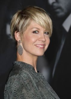 Razor short haircuts are really fashionable and if you want to try this style, you should look these 15 Short Razor Haircuts. Short haircuts are really trendy. Short Razor Haircuts, Cute Hairstyles For Short Hair, Short Hair Cuts For Women, Curly Hair Styles, Fine Hair Haircuts, Pixie Cut With Long Bangs, Sleek Hairstyles, Pixie Haircuts, Latest Hairstyles