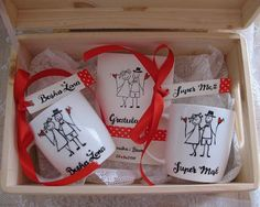 Kubki #mug #mugs #kubek #kubki #komplet #komodapomyslow #kartka #kartki #slub #wesele #ozdoba #wedding #weddingidea #idea #couple #marrige #handpainted #recznie #malowany #diy #handmade #design #box #wooden