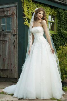 Trouwjurken - Bruidsjurken - Sissi Trouwjurk | Le Chic Bruidsmode Purmerend Noord Holland