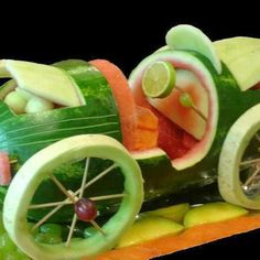 Belcastro's Edible Art - Fruit and Vegetable Sculpture Veggie Art, Fruit And Vegetable Carving, Veggie Food, Watermelon Art, Watermelon Carving, Edible Food, Edible Art, Fruits Decoration, Vegetable Decoration