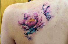 Flor y Mariposa en Acuarelas by Javi Wolf - Tatuajes para Mujeres. Encuentra esta muchas ideas mas de Tattoos. Miles de imágenes y fotos día a día. Seguinos en Facebook.com/TatuajesParaMujeres!