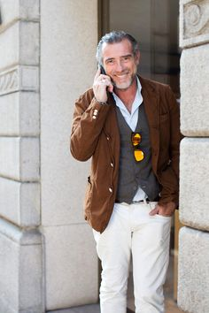 """""""The Man"""" On the Street…Alessandro S., Milan « The Sartorialist Old Man Fashion, Fashion Looks, Mens Fashion, Mode Masculine, Stylish Men, Men Casual, Casual Fall, Smart Casual, Glasses Outfit"""