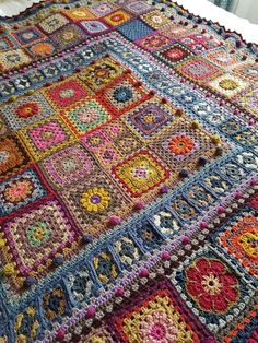 Transcendent Crochet a Solid Granny Square Ideas. Inconceivable Crochet a Solid Granny Square Ideas. Motifs Granny Square, Crochet Squares Afghan, Granny Square Blanket, Crochet Quilt, Crochet Blocks, Granny Square Crochet Pattern, Crochet Granny, Crochet Blanket Patterns, Crochet Motif