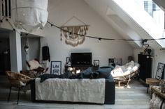 Bienvenue dans mon salon ! C'est dans cette pièce que je me sens le mieux dans mon appartement (à l'exception de ma chambre où je me sens merveilleusement bien !!). Je voulais cette pièce cocooning, une pièce où l'on a…