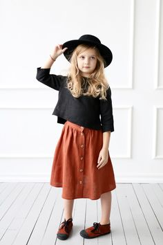 3/4 sleeve linen top made from a soft and washed linen. Loose/relaxed fit, cropped hem, three - quarter sleeves. #offonclothing Little Girl Fashion, Fashion Kids, Look Fashion, Latest Fashion, Blouse En Lin, Inspiration Mode, Linen Skirt, Stylish Kids, Kids Wear